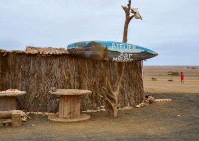 Perto do Bar Mirage, na Ilha do Sal, avistam-se miragens num lugar árido. Um bom momento para nos lembrar-mos que vale a pena sonhar!