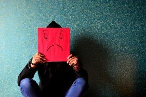 Infeliz? A baixa autoestima está muitas vezes na origem da sensação de infelicidade.
