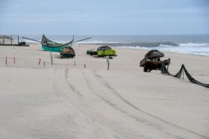 Num final de tarde ventoso, contemplando os barcos estacionados no areal da praia de Mira, dei por mim a pensar: E se a tua vida fosse um barco? O que dirias ao vento?